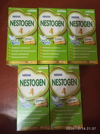 Продам смесь Nestogen 4