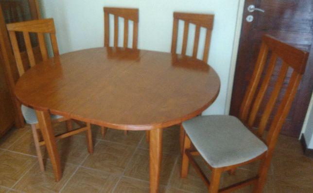 Mesa de refeições + 4 cadeiras (extensível)