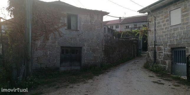 Moradia em pedra para restauro