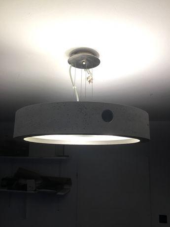 Lampa betonowa wiszaca
