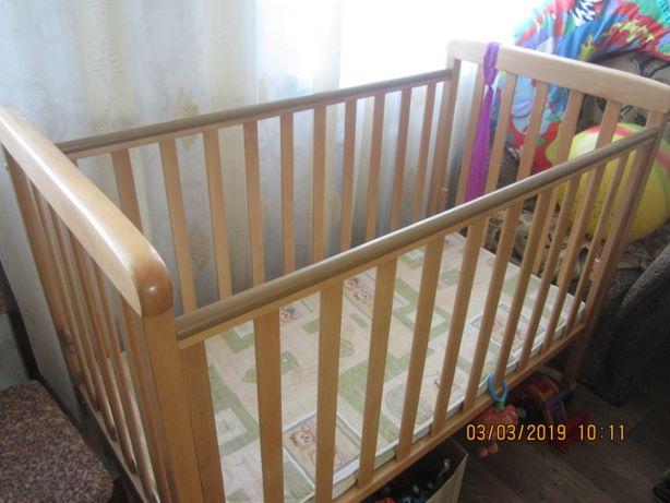 Продам деревянную кроватку в отличном состоянии (матрас)