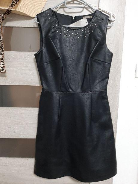 Czarna sukienka ekoskórka Orsay 36