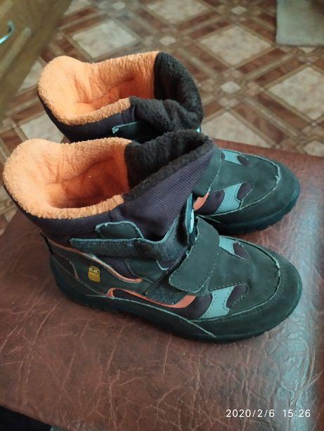 Продам весенние ботинки на мальчика размер 30,цена 150 грн.