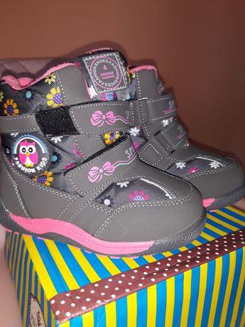 Продам новенькі чобітки для дівчинки