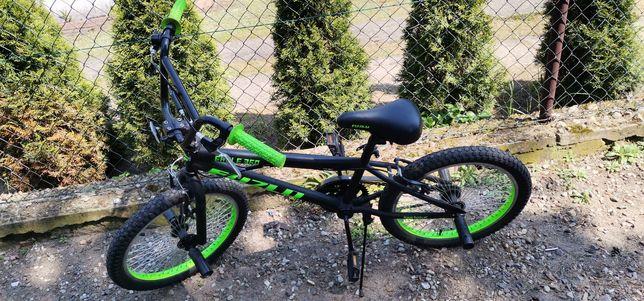 Sprzedam rocznego BMX'a z pegami czarno zielony stan bdb-