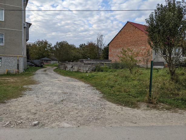 Продається земельна ділянка з фундаментом..