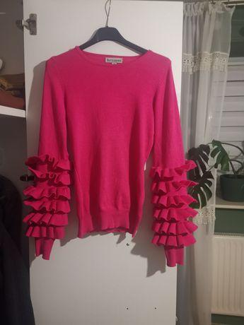 Sweterek z ozdobnymi rękawami