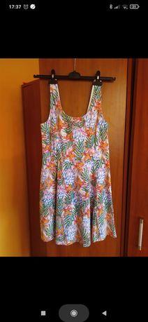 Letnia sukienka na ramiączkach w kwiaty