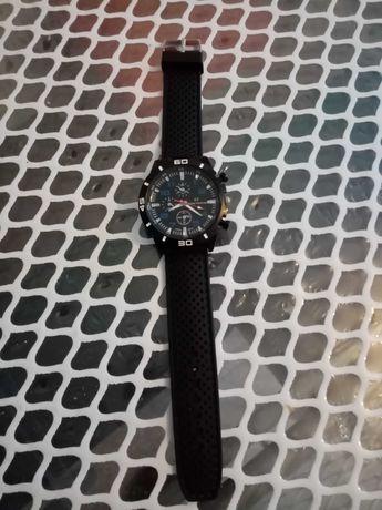 Relógio novo usado uma vez