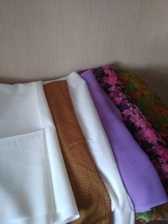 Відрізи різних тканин.
