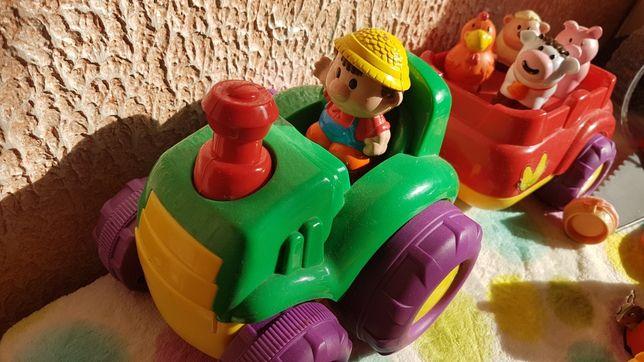 Traktor ze zwierzętami wydaje dźwięki