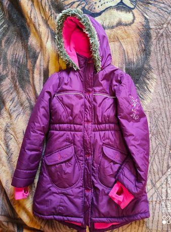 Продам курточку для девочки рост 134-140