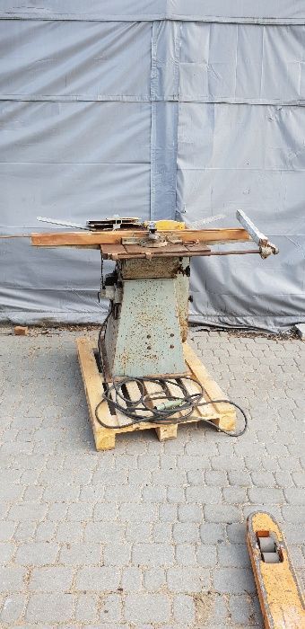 Piła z wózkiem formatowa do cięcia poprzecznego