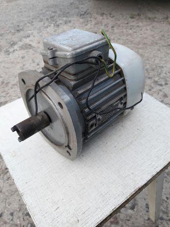 Продам асинхронный электродвигатель состояние хорошее