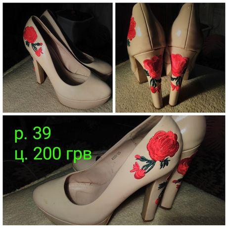 Женские туфли с вышевкой