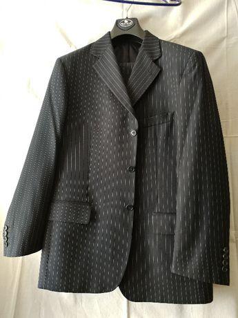 Чоловічий костюм, шитий на експорт для італійського бренда