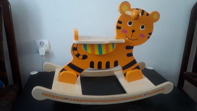 kon tygrys na biegunach