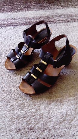 Sandały damskie czarne Caprice rozmiar 38