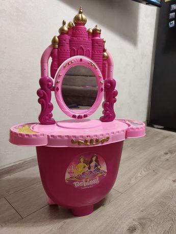 Трюмо-чемодан на колесиках