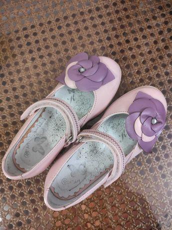 Туфли для девочки Bartek, размер 29, кожаные, в отличном состоянии.