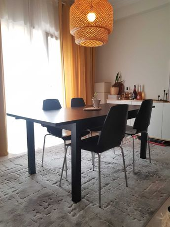 Mesa e 4 Cadeiras de sala de jantar, em carvalho preto IKEA