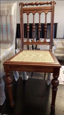 krzesła drewniane