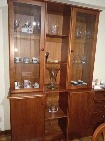 Mobilia de sala em pinho