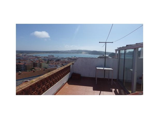 Moradia T7+1 composta por 3 apartamentos na zona histórica c vista mar