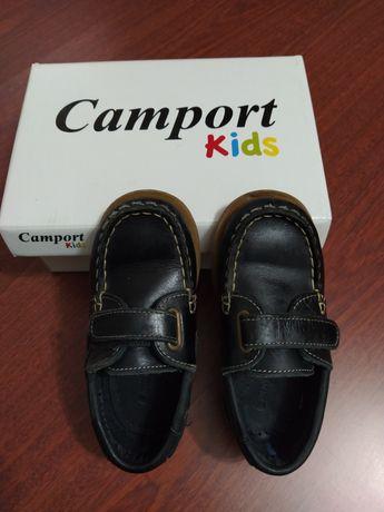 Sapatos em pele da Camport