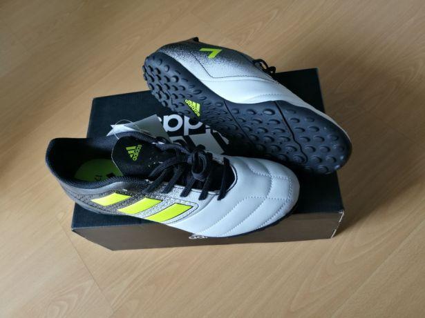 Ténis Adidas de futebol novos