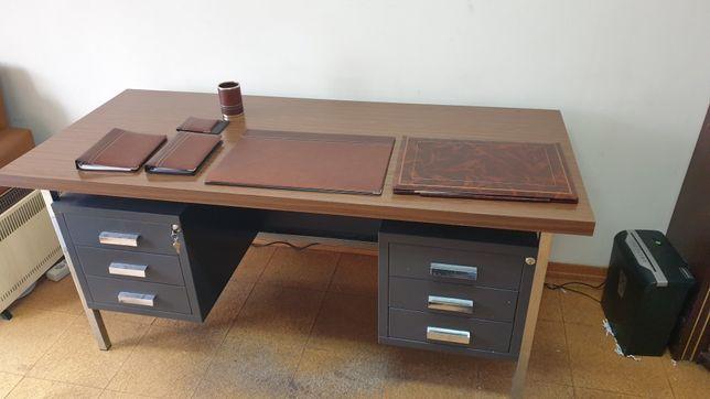 Mobiliario de escritorio ferro