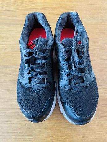 Nike - Ténis Pretos com o simbolo rosa - Tamanho 38,5 (38 pequeno)