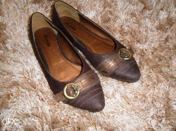 Sapatos tipo sabrinha castanhos