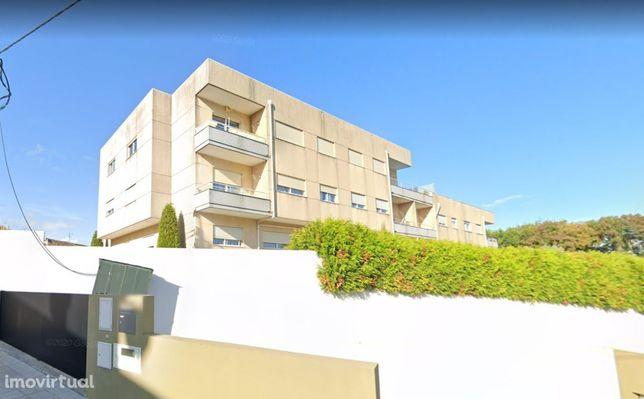 Apartamento T2, último piso, em condomínio fechado - Pedroso, Gaia.