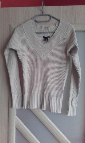 Sweter beżowy w szpic firmy H&M rozmiar M