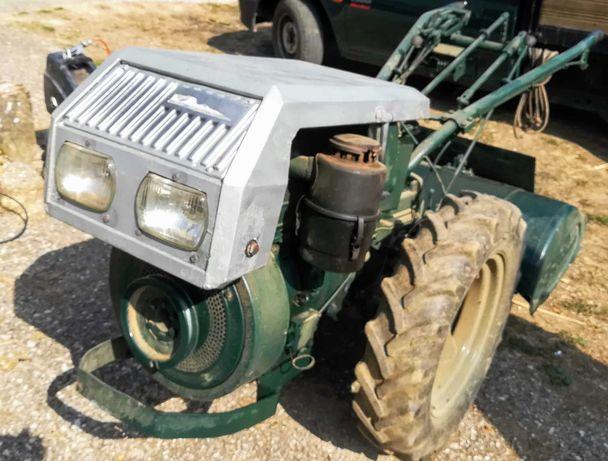 Trator Goldoni de 14 Cv com frese e charrua