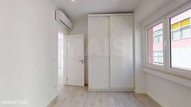 Apartamento equipado como novo de Três assoalhadas
