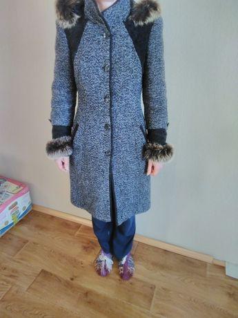Продам пальто , размер 46-48