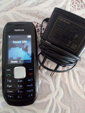 Telemóvel Nokia 1800 com carregador original