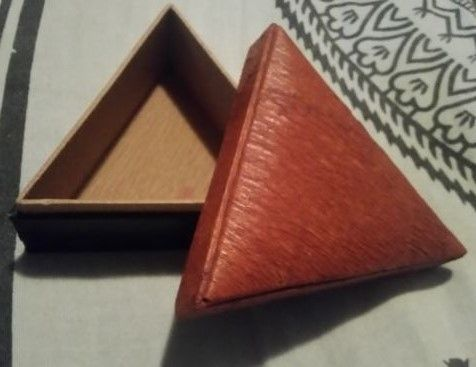 guarda jóias triangular