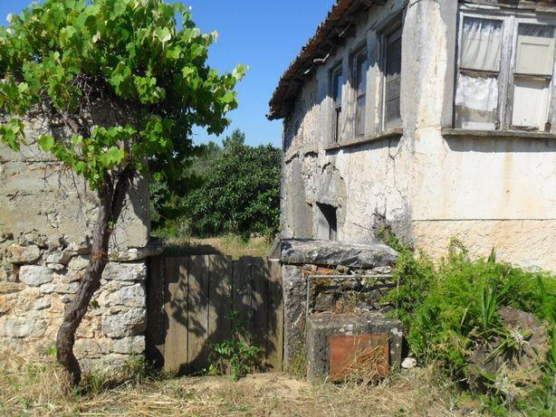 Casa Rústica com terreno, para reconstruir, em Almoster-Alvaiázere
