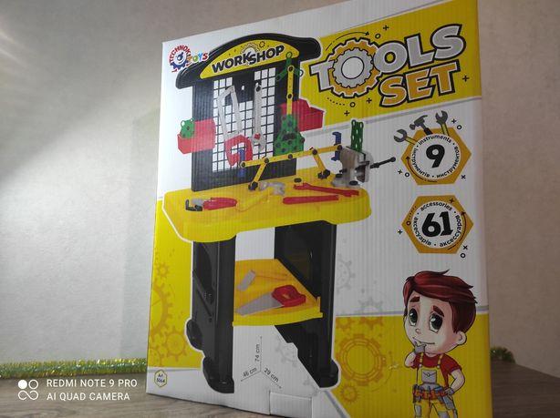 Продам детский столик с инструментами