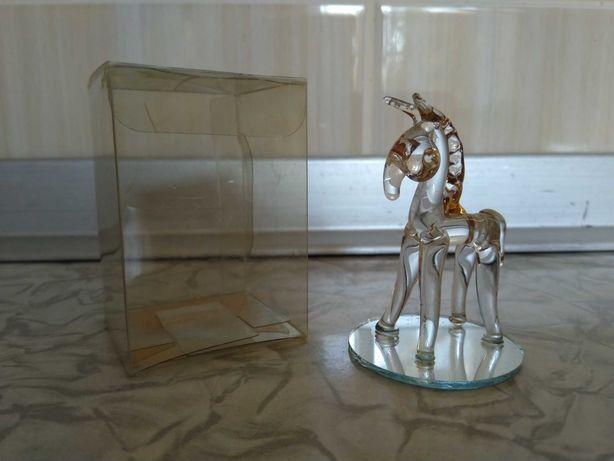 Игрушка статуэтка фигурка стеклянная конь лошадь