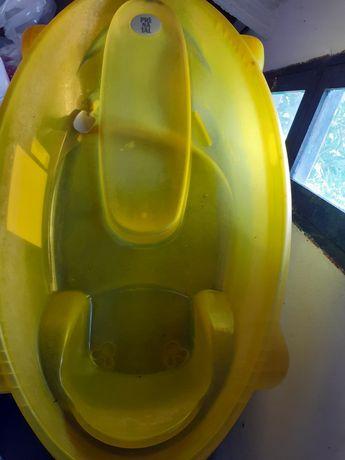 Banheira de bebê em amarelo