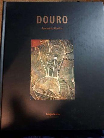 """Livro """"Douro património mundial"""""""
