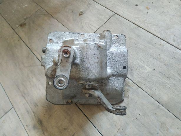 Кришка КПП (механізм перемикання передач) УАЗ 452
