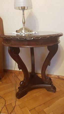 Piękny stolik drewniany