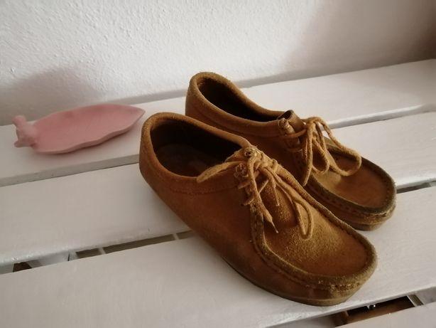 Sapatos de Camurça Amarelo