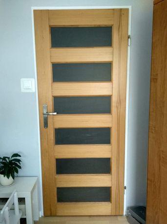 Drzwi wewnętrzne  sosnowe, przeszklone komplet 4 szt. bez ościeżnic