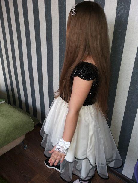 Продам очень красивое платье с паетками